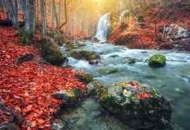 唯美的瀑布风景图