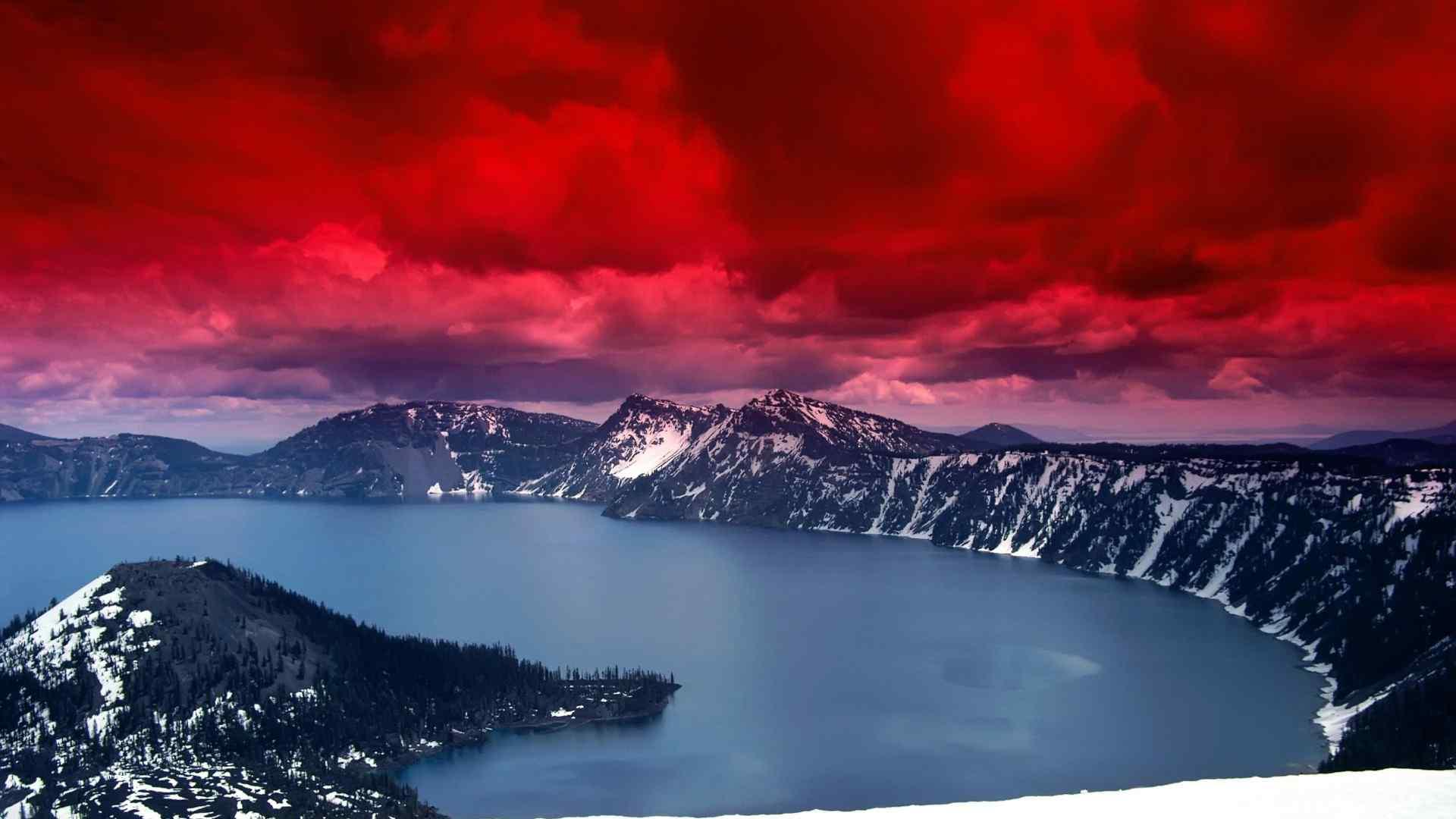 美丽的俄勒冈火山湖国家公园风景图片