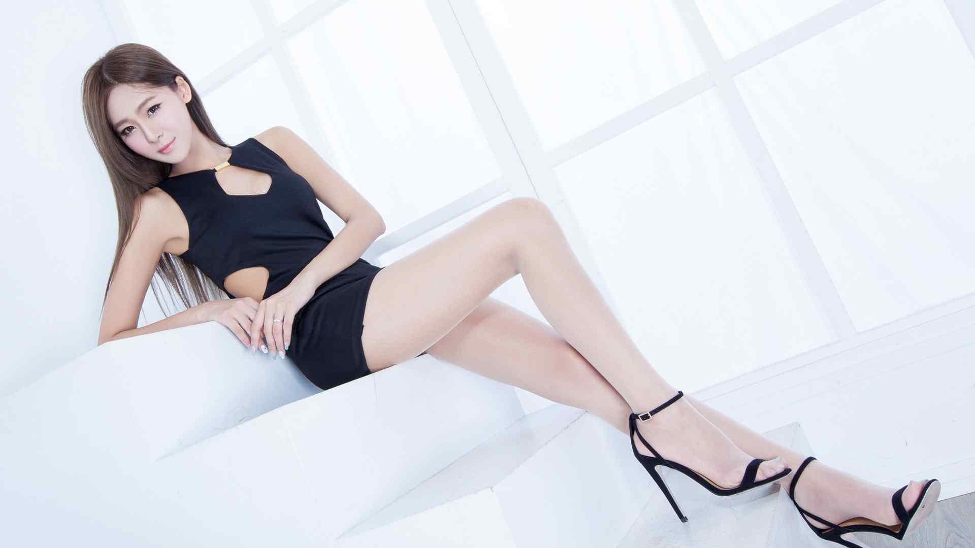 大长腿性感美女丝袜写真高清桌面壁纸