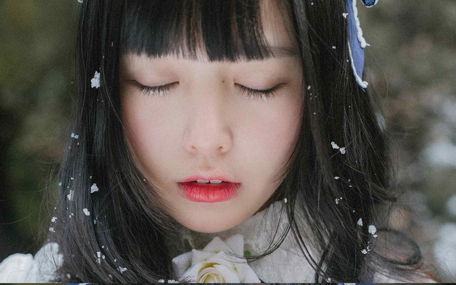 美丽的冬日美女写真图片桌面壁纸