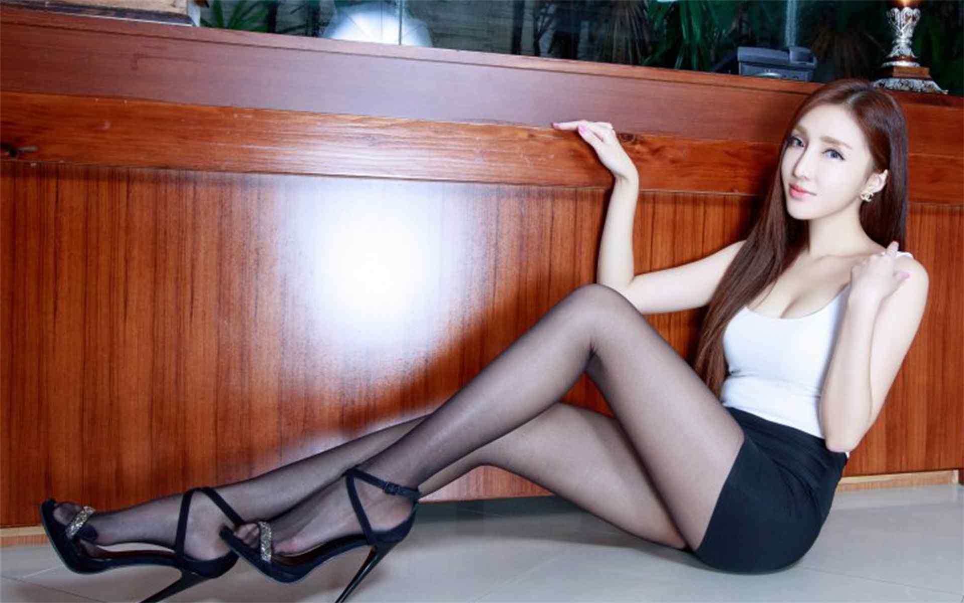 性感宅男女神Syuan美腿高清壁纸图片