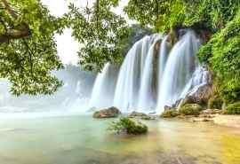 雄伟壮观的瀑布图片高清壁纸