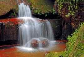 美丽瀑布风景图片高清壁纸