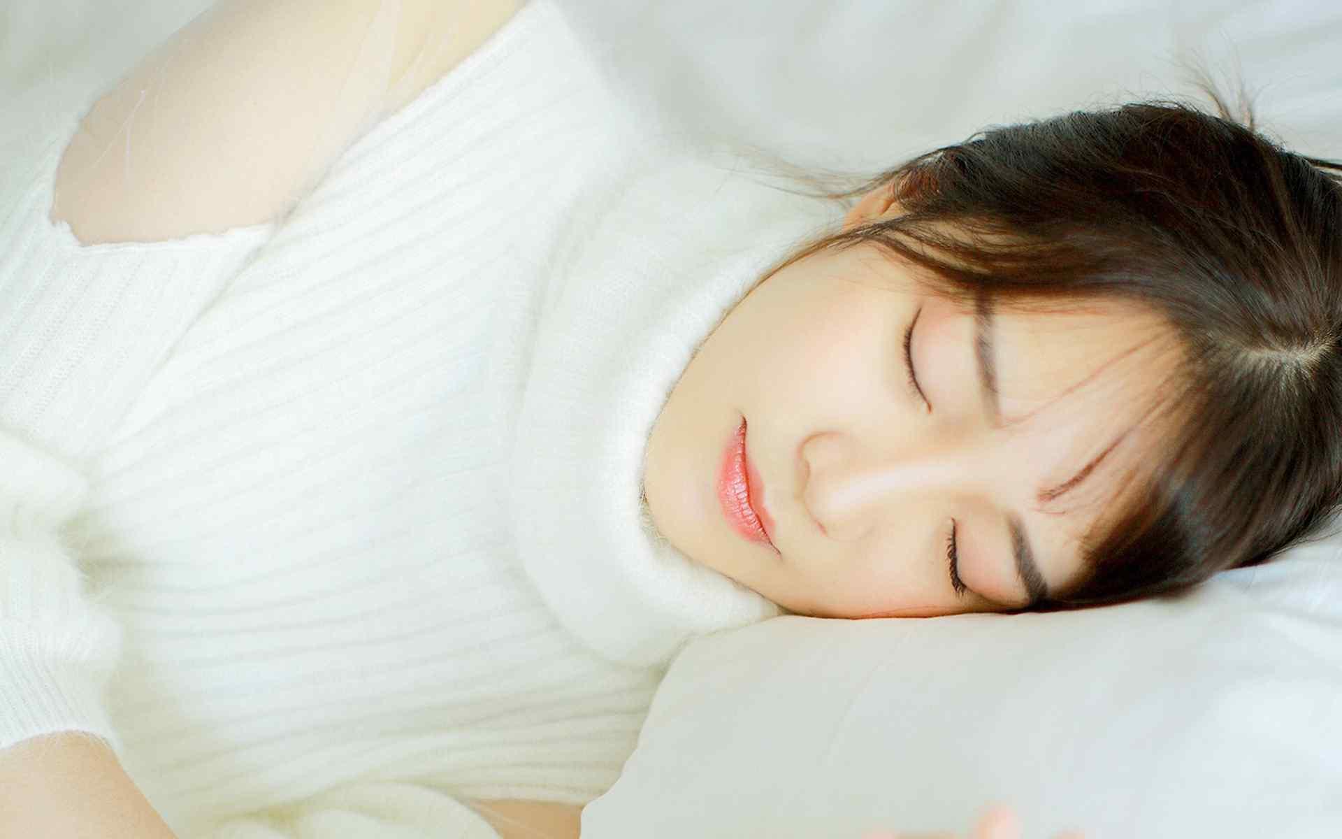 清纯美女纯白写真高清桌面壁纸
