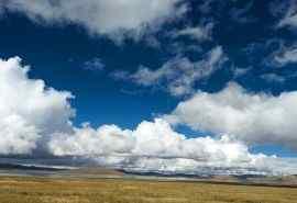 辽阔的蓝天白云桌面壁纸