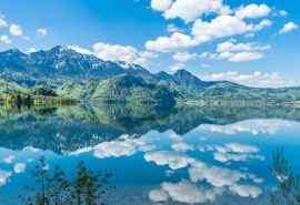 唯美雪山湖蓝天白