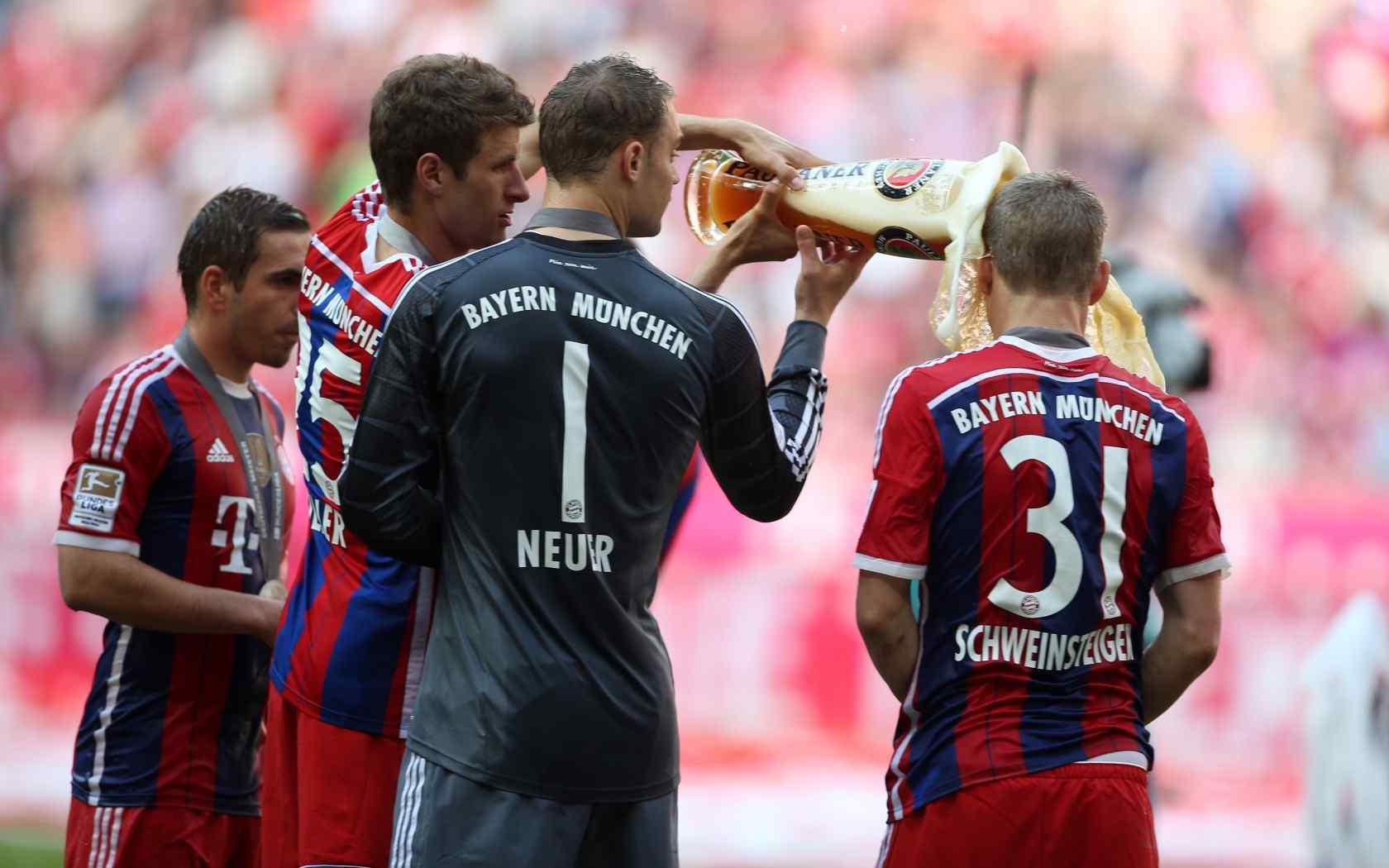 拜仁慕尼黑足球比赛高清壁纸。拜仁慕尼黑足球俱乐部,简称拜仁慕尼黑或拜仁,是一家设于巴伐利亚州首府慕尼黑的德国体育俱乐部,其最著名的是参加德国足球甲级联赛的职业足球队,曾创纪录的赢得26次德国足球顶级联赛冠军及17次德国杯冠军,为德国最成功的足球俱乐部。桌面天下专注于电脑、手机桌面壁纸,免费提供最好最清晰的壁纸图片下载。网罗最热门的明星、美女、卡通、系统手机壁纸等,桌面天下把热门壁纸推荐给您,让您更快的找到您想要的简约好看个性桌面壁纸。