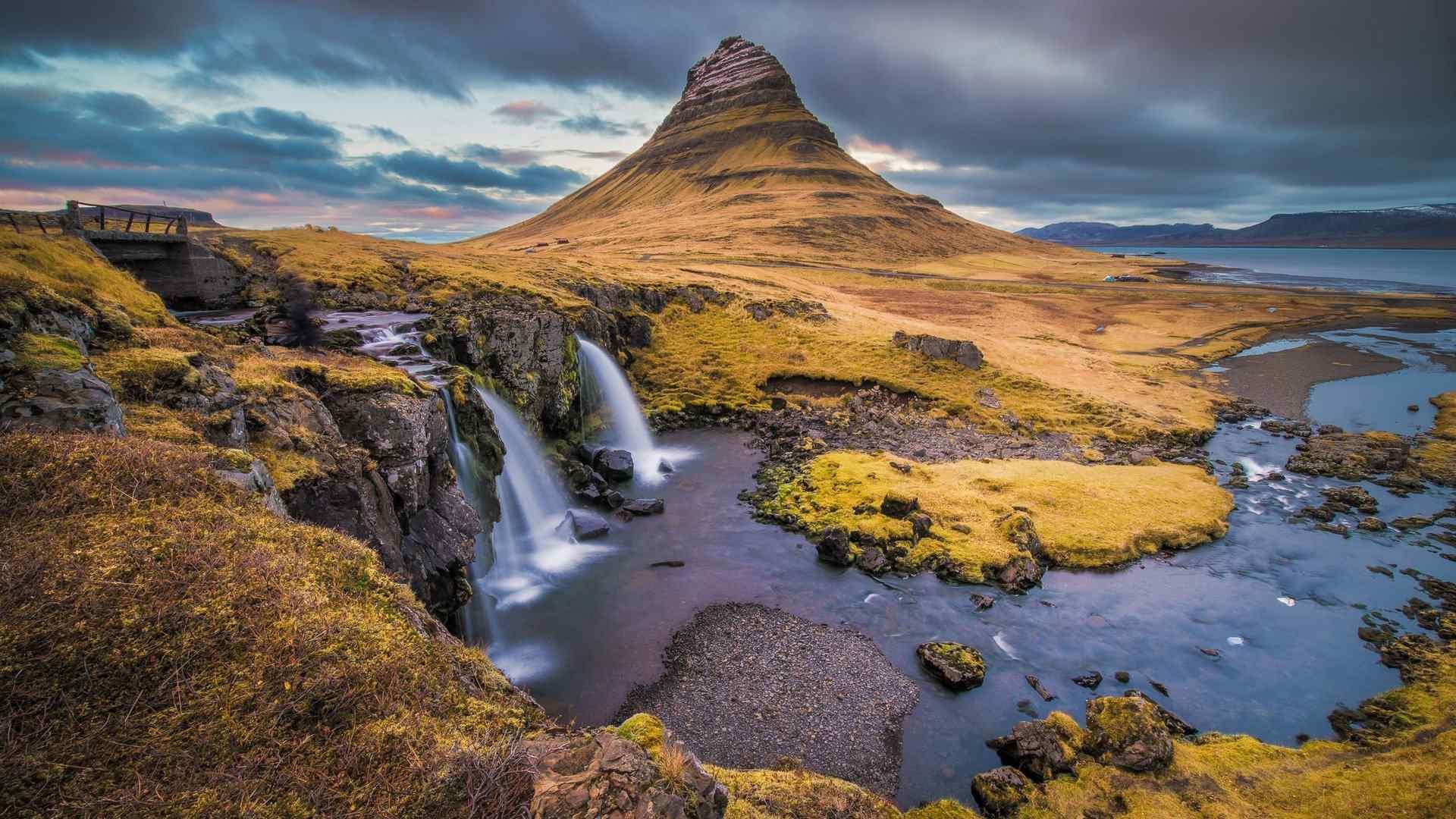 神奇的冰岛基尔丘山风景图片壁纸 -桌面天下(desktx.