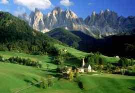 绿色田园欧洲城堡美丽风景壁纸