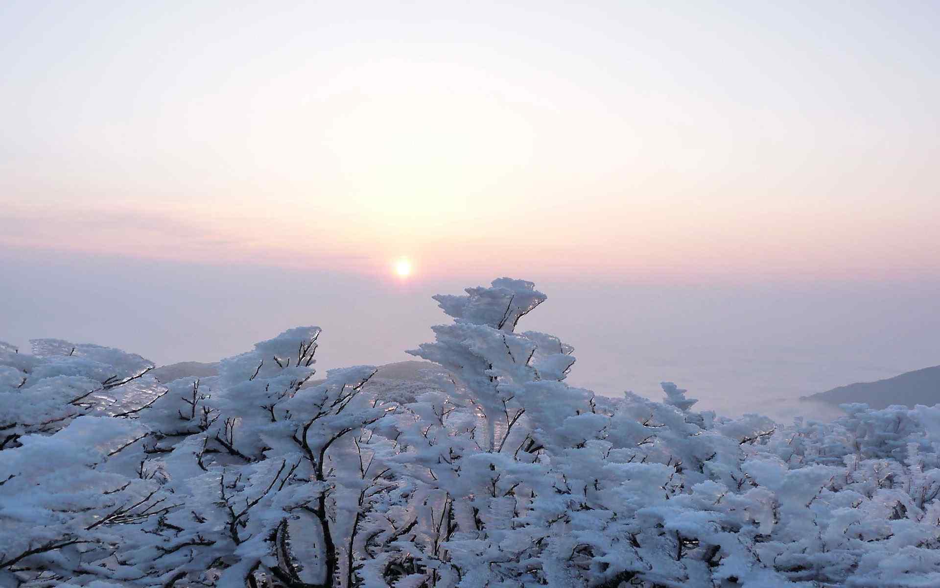 壁纸 风景壁纸 > 冬季唯美雪山景色高清图片桌面壁纸